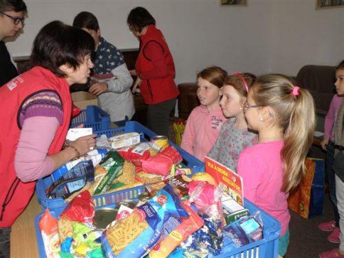 Potravinová zbierka pre ľudí v núdzi